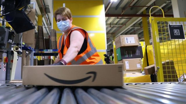 Amazon offers punctual staff £50 for turning up